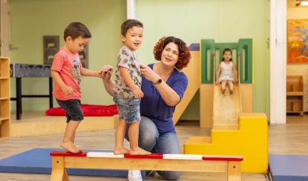 Pedagogisch medewerker Wendy Schellekens vindt sport en spel een mooie toevoeging aan de dagelijkse activiteiten.