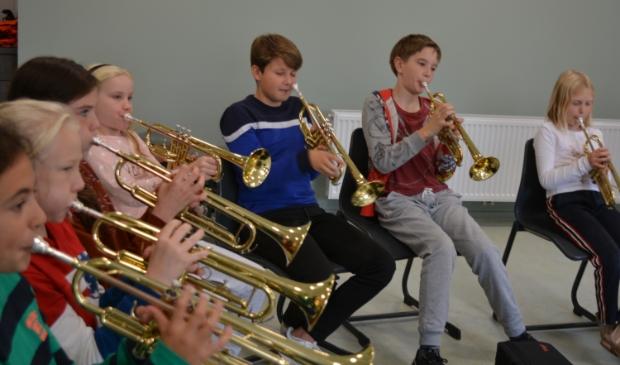 <p>Alle kinderen krijgen de mogelijkheid om op een laagdrempelige manier verschillende muziekinstrumenten te ontdekken.</p>