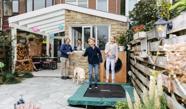 <p>Stefan, Jolanda en hun twee kinderen wonen in een gasvrij huis en zijn daar dik tevreden over.</p>