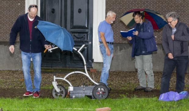 <p>Metingen met het karretje d.m.v. bodemradar buiten de Amstelkerk.</p>