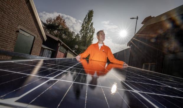 <p>,,Met 212 zonnepanelen op de daken aan de Kooiweg leveren we straks aan twintig huishoudens lokale zonne-energie&#39;&#39;</p>