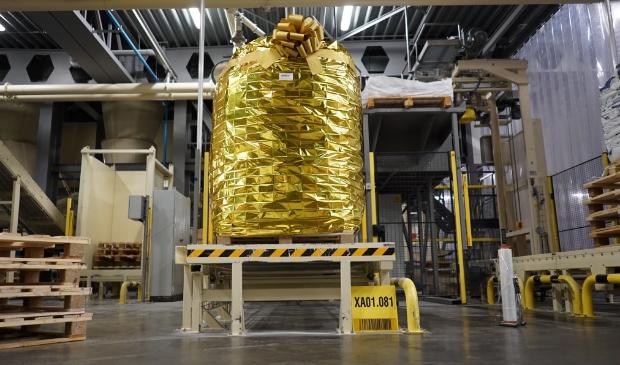 De allereerste (gouden) bigbag staat klaar voor opslag in het magazijn. Denkavit © BDU media