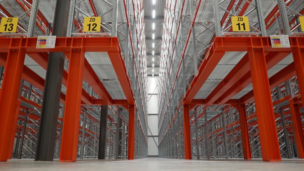 Het nieuwe magazijn heeft een oppervlakte van 7.500 vierkante meter en biedt ruimte aan zo'n 15.000 palletplaatsen. Denkavit © BDU media