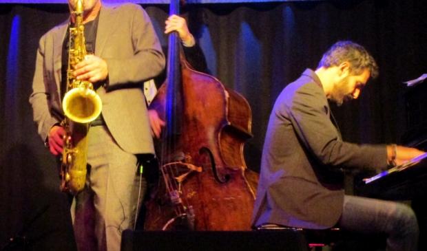 <p>Jazz in Artishock. Daar verschijnen donderdagavond twee gerenommeerde trio&#39;s op het podium.</p>
