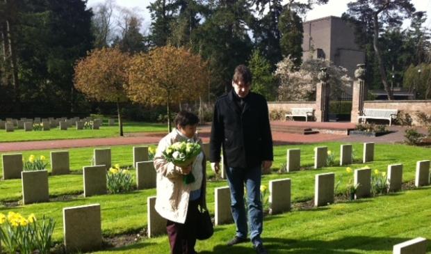 <p>Dali met Remco Reiding op het Ereveld.</p>