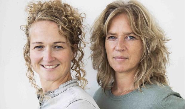 <p>Caroline van Engen en Xandra Kok maken een uitvaart zo persoonlijk mogelijk. &nbsp; </p>