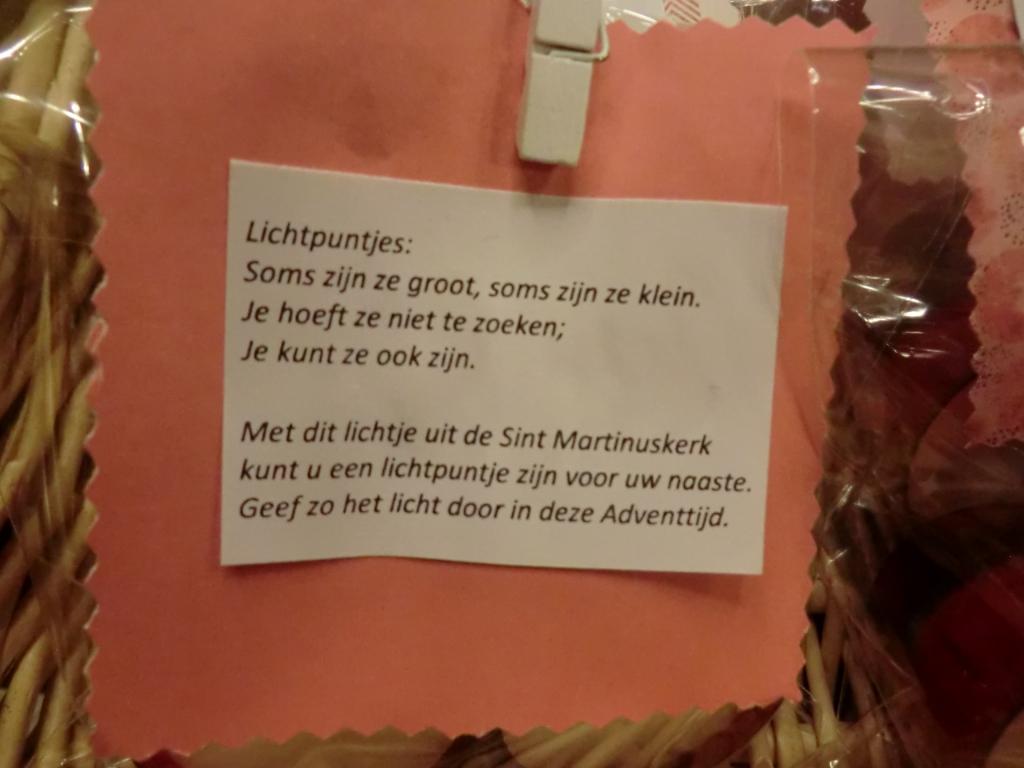 Na afloop ontvingen de aanwezige parochianen twee waxinelichtjes met deze tekst GH © BDU media