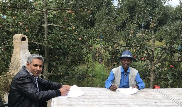 Abdulkarim en Teumzgi ondertekenen hun jaarcontract