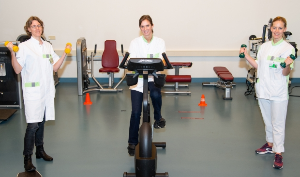 V.l.n.r. diëtist Mirjam Holverda, verpleegkundig specialist oncologie i.o. Anne Venes en fysiotherapeut Linda van de Worp-Kalter.