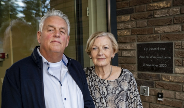 <p>Initiatiefnemers Wim en Anie Roelfzema hebben een plaquette in de muur van het nieuwe hospice De Cirkel voor de Alblasserwaard in Papendrecht onthuld. </p>