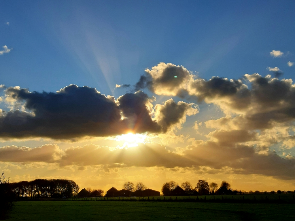 Mooie lucht boven de Leemkolkweg te Werkhoven. Linda van Lunsen © BDU media