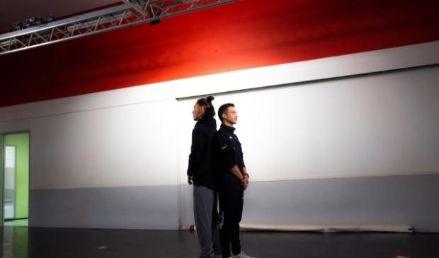 Vrienden Jarino Tummers (rechts) en Delano Spenrath in het Edese Twentyfour Dance Centre.