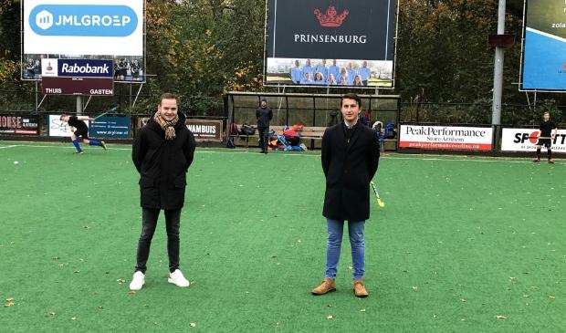 <p>Floris - Jan den Houting en Patrick Bruijnes (rechts) op het veld waar zij het liefst vertoeven.</p>