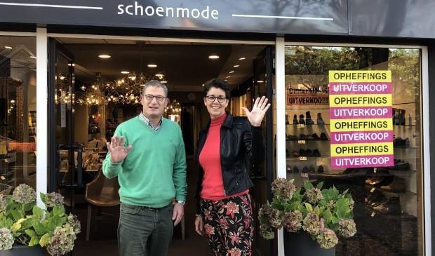 Ed en Jolanda Mantel hopen dat al hun klanten gezond mogen blijven en dat zij hun weg vinden naar een andere goede schoenenzaak.