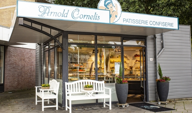 <p>De winkel van Arnold Cornelis aan de Van der Hooplaan.</p>