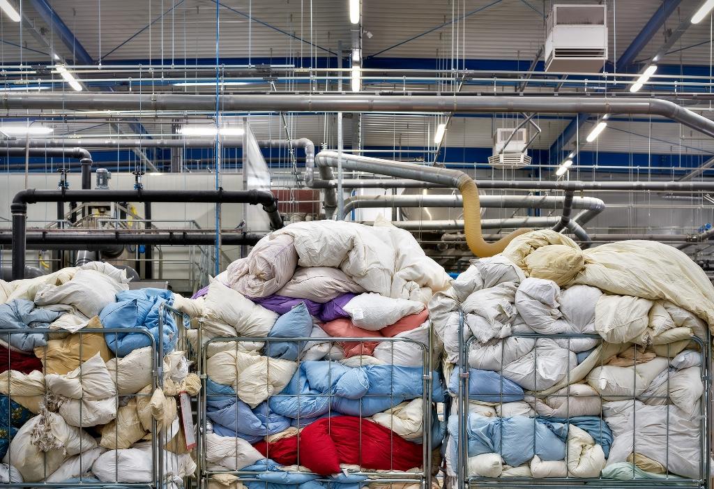 inzameling van dekbedden in de fabriek van Ducky Dons  Ducky Dons © BDU