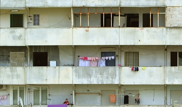 <p>Hans Wilschut filmde voor &#39;La Nave&#39; in de Napolitaanse flatwijk Scampia.</p>