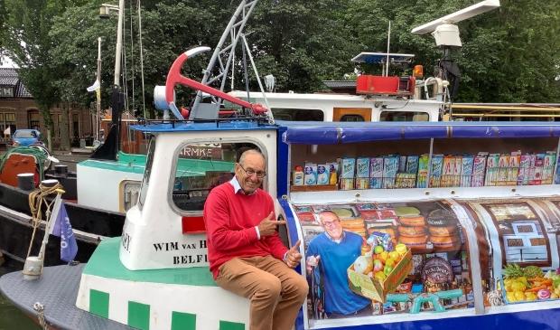 <p>Wim van Hooren voer jarenlang met zijn boot &quot;time is money&quot; over de Maas om schippersgezinnen van hun dagelijkse boodschappen te voorzien. </p>