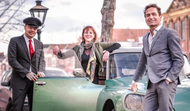 <p>Zanger Gerard Alderliefste (r) en violiste Maria Eldering staan donderdag 10 december in Het Oude Raadhuis.</p>