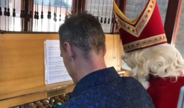 <p>Morgen strooit beiaardier Bauke Reitsma tussen 10.00 en 11.00 uur muzikale pepernoten over en rond de Brink. &nbsp;</p>