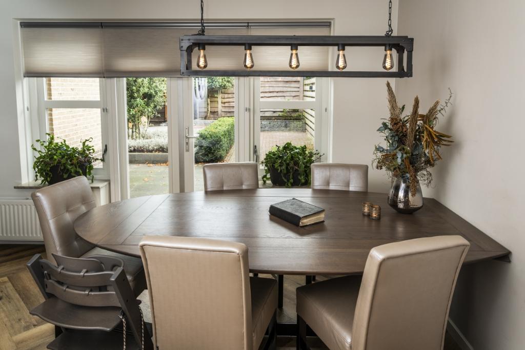 <p>Ook de keukentafel is een populaire plek in huis.</p> <p>Pauw Media</p> © BDU media
