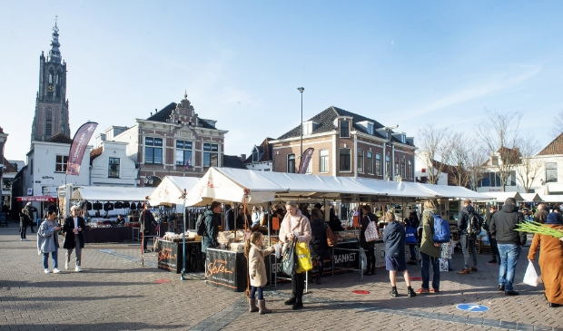 <p>Markt op de Hof</p>