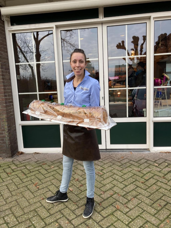 Bakker Ingrid ten Veen met een Krentenbrood Carola van Ruiswijk © BDU Media