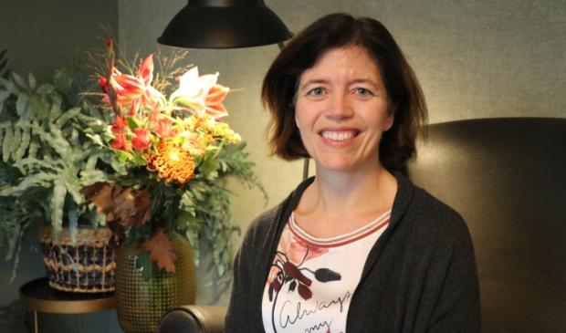 <p>Erna Joan Bosman is professioneel opruimcoach, ze helpt mensen graag met een opgeruimd huis en een opgeruimd leven.</p>