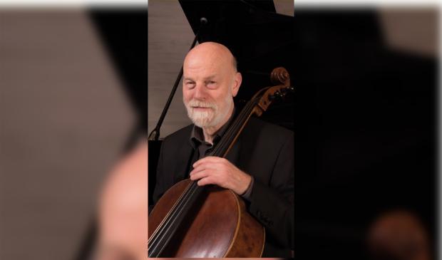<p>Yke Viersen is cellist bij het Uri&euml;l Ensemble.&nbsp;</p>
