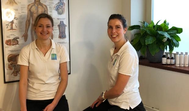 Carien Oosterveen (l) en Carolien van Vliet zijn specialist op het gebied van huidproblemen.