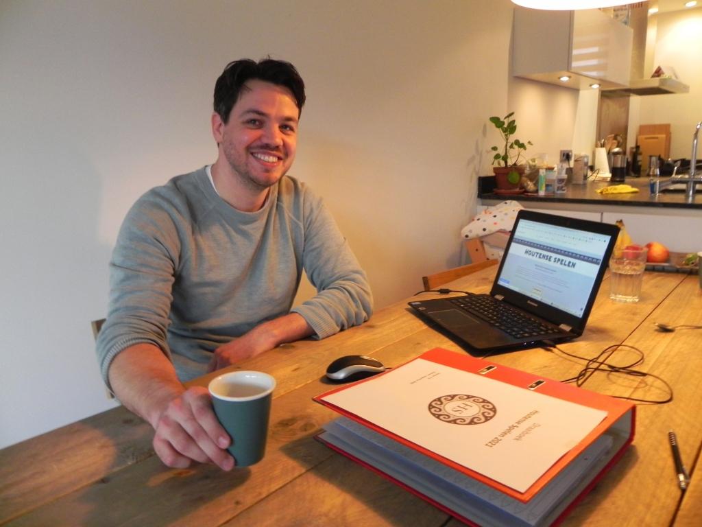 <p>Klaas Jongsma wenst dat de Houtense Spelen een terugkerend evenement zullen worden.</p>