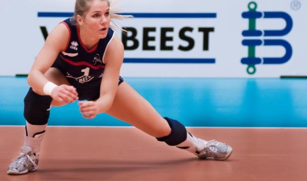 <p>Kirsten Knip in actie in het shirt van Sliedrecht Sport </p>