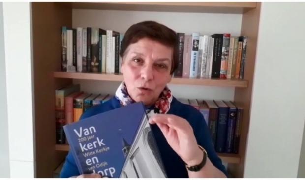 Wil van der Plas, die het boek schreef samen met Raymond Uppelschoten