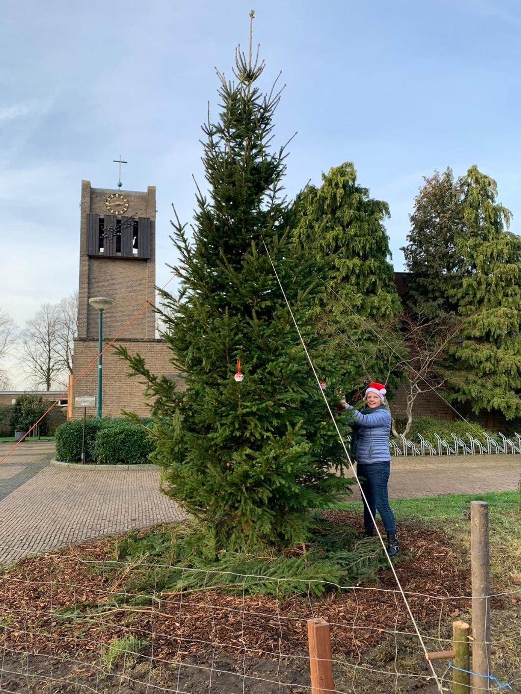 Alle inwoners van Odijk worden uitgenodigd om hier een kerstwens in te hangen of kaarsje bij te branden  Nicolaaskerk Odijk © BDU media