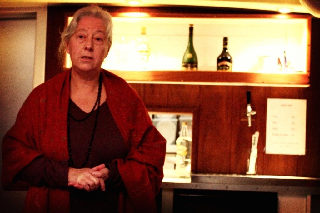 <p>Anje Robertson vertelt het kerstverhaal.</p> PR © BDU media