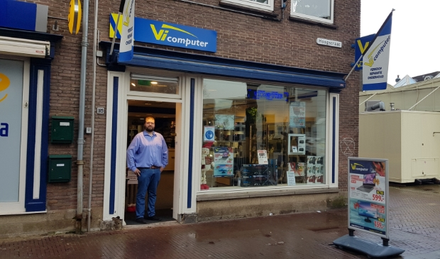 Filiaalhouder Erik van Gaasbeek van Vicomputer in Wageningen.