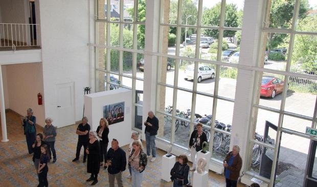 <p>Opening van een expositie in monumentaal schoolgebouw Ateliers 2005.</p>