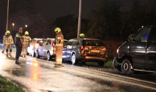 <p>Op de Nijkerkerstraat in Hoevelaken kwamen vier voertuigen met elkaar in botsing.</p>