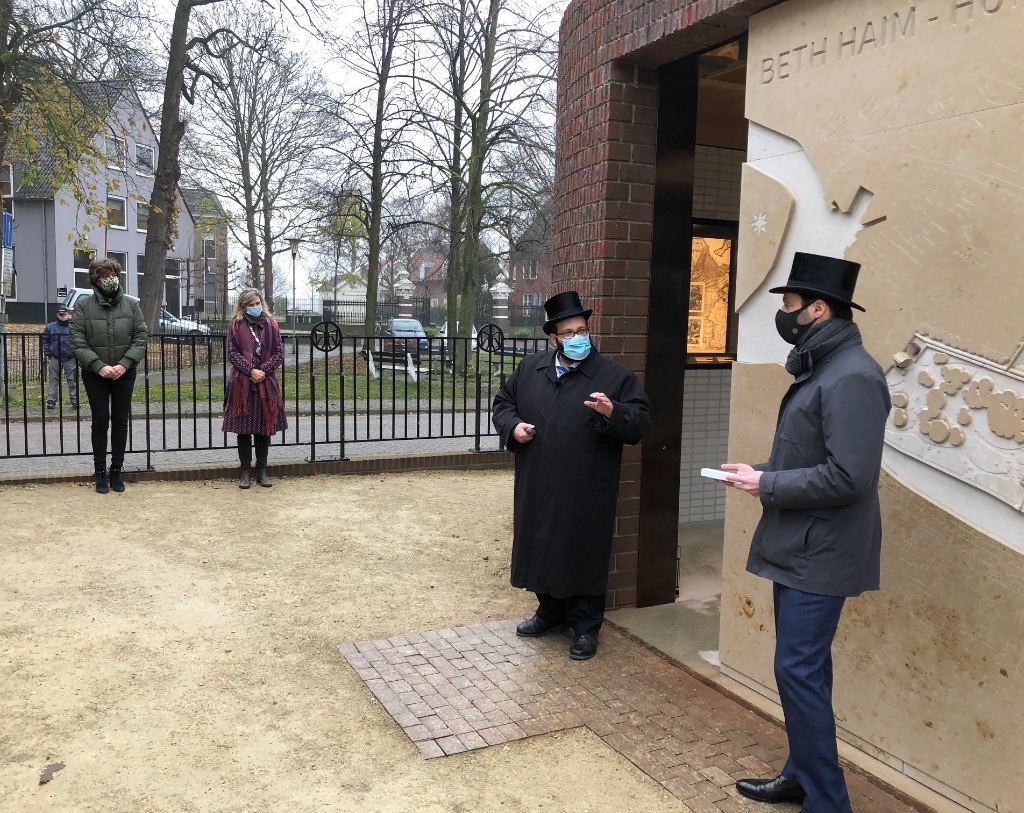 Opening Beth Haim met wethouder Van der Weele. Gemeente Ouder-Amstel © BDU media