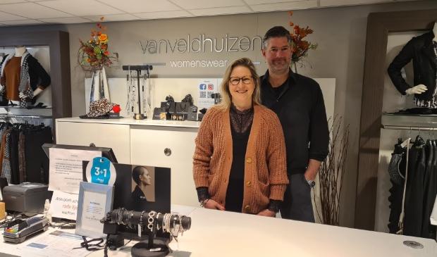 <p>Ruth en Gert Jan van Veldhuizen, hun damesmodezaak is &eacute;&eacute;n van de deelnemers aan de decemberactie.</p>