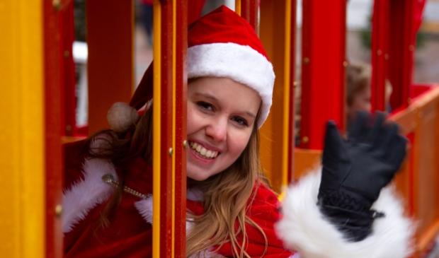 <p>Kerst trein sjokt door centrum Barneveld</p>