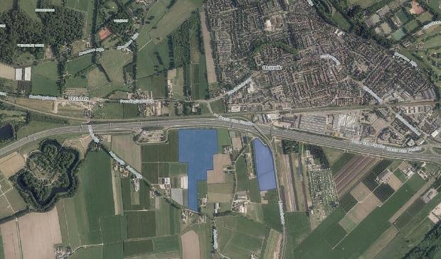 <p>De blauwe vlakken vormen het nieuwe zonneveld langs de A12</p>