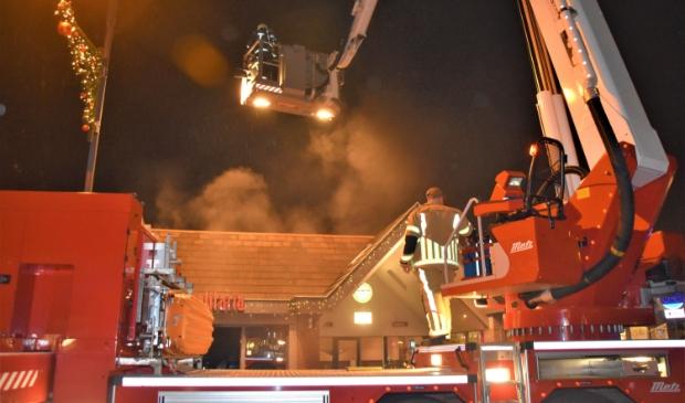 <p>De brandweer zette groot materieel in. De brand was snel onder controle, het nablussen en ventileren namen veel tijd in beslag.</p>
