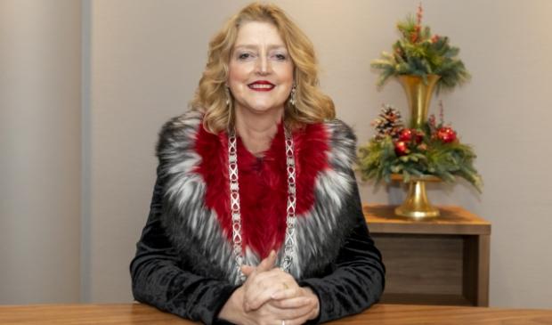<p>Burgemeester Reinie Melissant gaat met Kerst zelf lekker koken voor haar gezin, Tweede Kerstdag brengt ze alleen een bezoek aan haar 87 jarige vader in Twente</p>