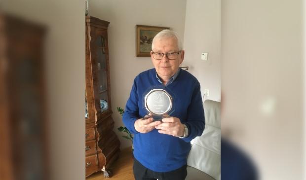 <p>Frans Koolen blij met de onderscheiding</p>