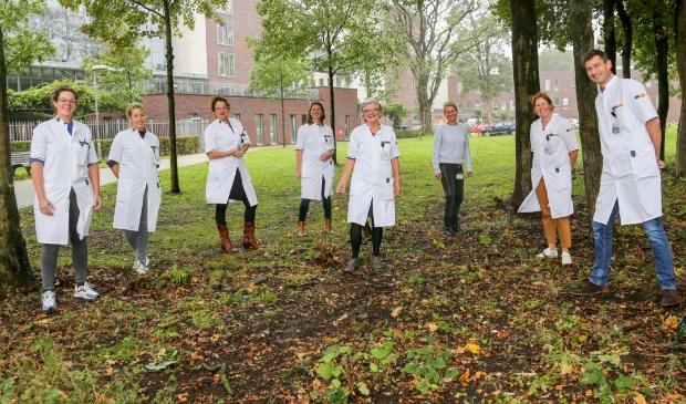 Het team Longkanker van Meander Medisch Centrum (v.l.n.r.): Anne Bressers (longarts), Marja Bonarius (longarts), Judith Herder (longarts), Susanne van der Linden (verpleegkundig specialist), Riky Dorrestein (verpleegkundig specialist), Ynske Berkhof (teammanager), Erica Blaauwgeers (verpleegkundig specialist) en Joop van de Brand (longarts).