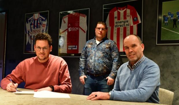 Trainer Mark Bakker, voorzitter Dimri Bruggeman en TC-voorzitter Peter Haarman (vlnr).