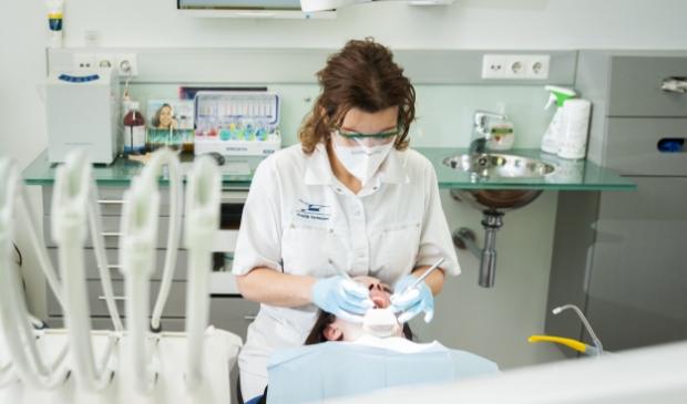 <p>Tandartspraktijk Vermeulen kan de meeste behandelingen pijnvrij uitvoeren.</p>