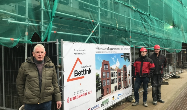 <p>Opdrachtgever Gijs van den Bor (voorgrond) met projectleider Rob Oud (m) en uitvoerder Wilco van Ruissen.</p>