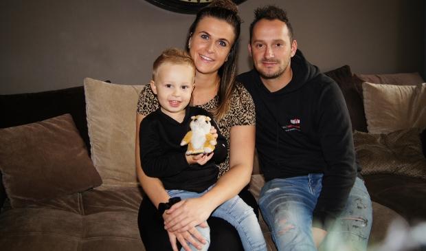 <p>Jaap, Gerina en hun zoontje Youri hebben vorige maand de sleutel ontvangen van hun goeldnieuwe woning op Akkerwinde.</p>